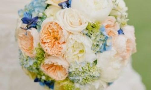 ramo novia con algo azul
