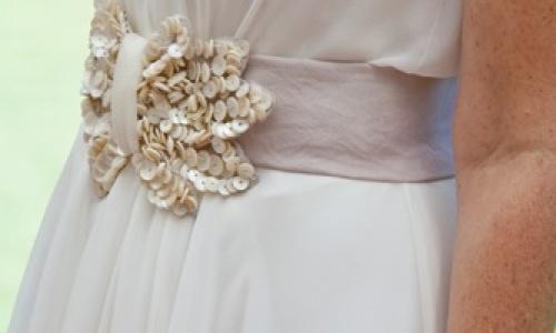 complemento original en vestido de novia