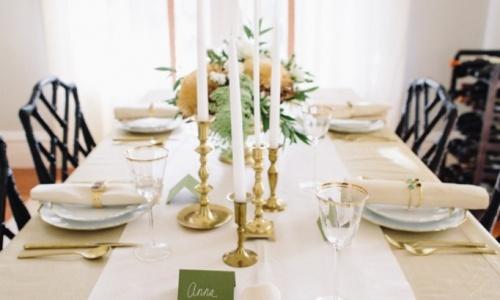 mesa en tonos dorados
