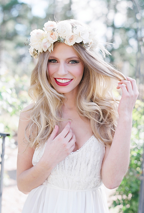 corona de flores novia blancahairstyle-ideas-romantic-white-and-blush-flower-crown