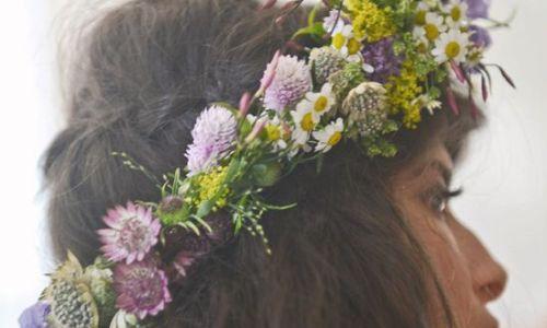 corona de flores silvestre