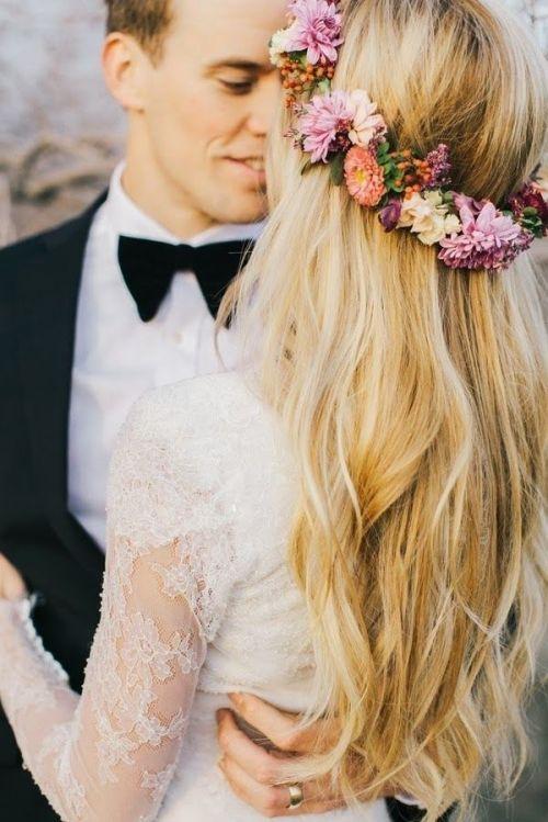 pelo suelto con corona de novia