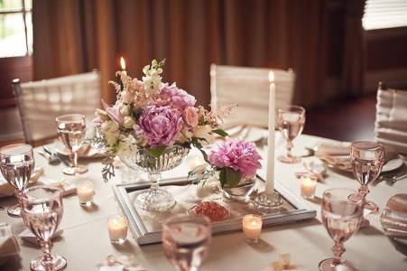 3.Pink-and-Champagne-Vintage-Tabletop-Wedding-Tablescape-Ideas