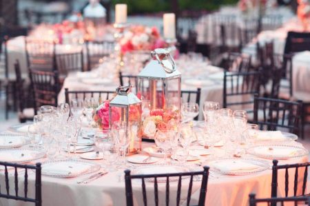 7.beach-wedding-bright-wedding-color-palette-pink-peach-tablescape.original