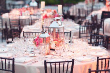 7.beach-wedding-bright-wedding-color-palette-pink-peach-tablescape.original