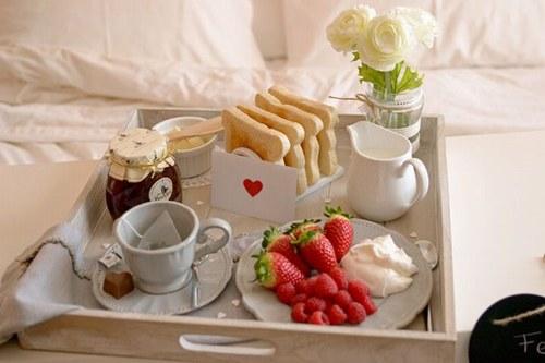 2.desayuno-en-la-cama-en-san-valentin